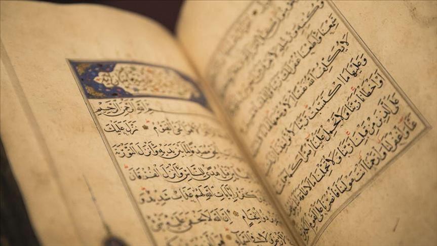 زعيم حزب متطرف يطالب بمنع توزيع القرآن الكريم في بريطانيا