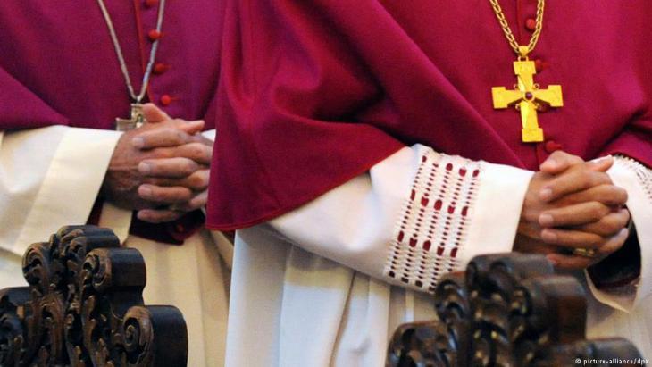 أطفال القساوسة الكاثوليك يناضلون للحصول على حق معرفة آبائهم