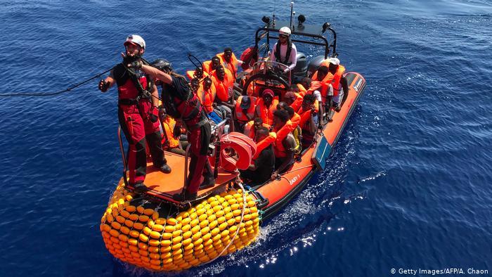 ماس يطالب بقاعدة أوروبية لتنظيم توزيع اللاجئين داخل أوروبا