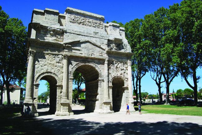 """""""آرل"""" التاريخية في الريف الفرنسي تتحول إلى مقصد ثقافي"""