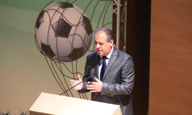 """الجزائر تستعد لإعلان """"قرارات تاريخية"""" خاصة بتطوير كرة القدم"""