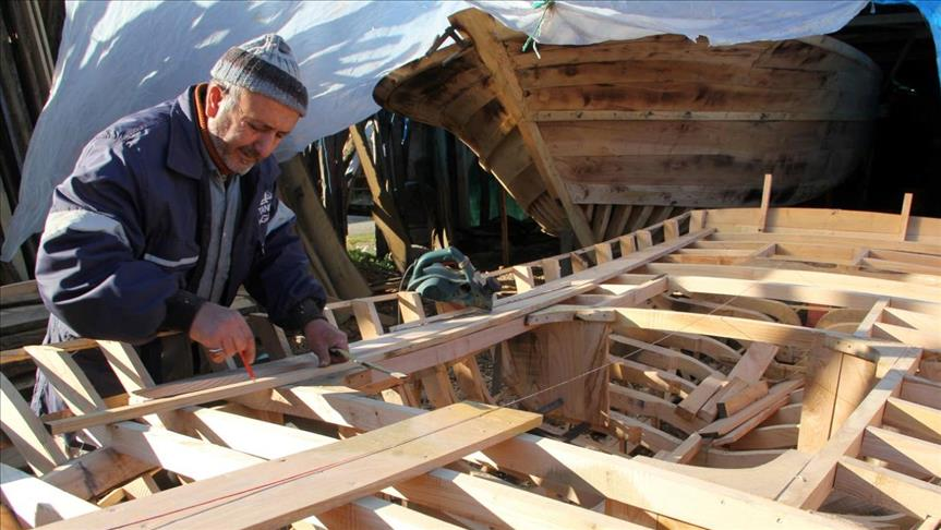 صناعة قوارب الصيد  في غزة