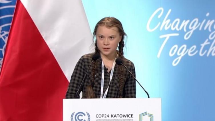 الناشطة السويدية المدافعة عن قضية المناخ تتظاهر خارج البيت الأبيض