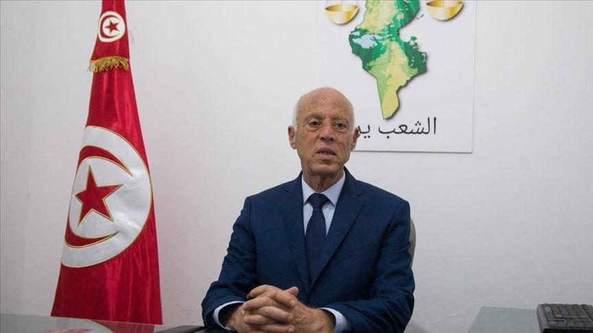 قيس سعيد رجل القانون يفاجئ الطبقة السياسية في تونس