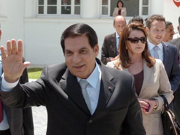 """الحكومة  تعلن استعدادها نقل جثمان """"بن علي"""" إلى تونس"""