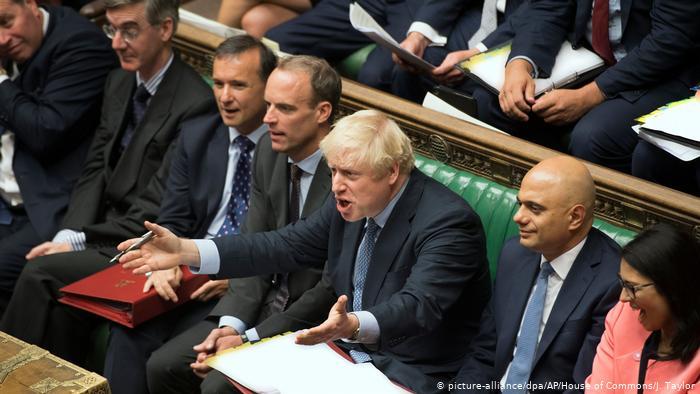 """"""" تايمز"""" البريطانية: جونسون قد يواجه تمردا داخل مجلس الوزراء"""