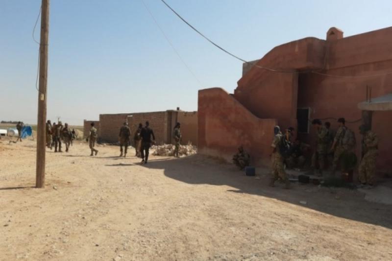 قوات تركية وسورية في محيط تل أبيض وتقطع طريق الدرباسية