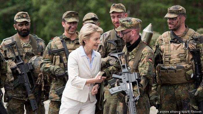 وزيرة الدفاع الألمانية تحذر من إنشاء منطقة احتلال تركية في سورية