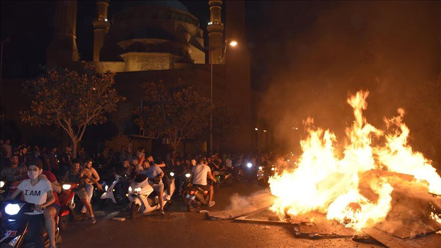 انتقاضة لبنان.. إلغاء جلسة و تكهنات بسقوط حكومة الحريري