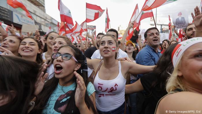 احتجاجات لبنان مستمرة والآلاف في الساحات والشوارع