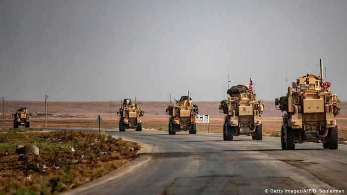 القوات الأمريكية تخلي أكبر قواعدها في شمالي سوريا
