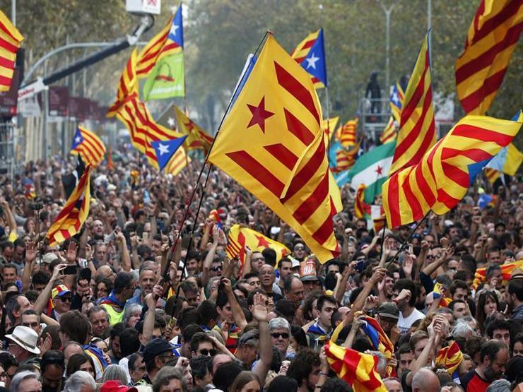 تزايد حدة مواقف طرفي الصراع في كتالونيا بعد ليلة من الشغب