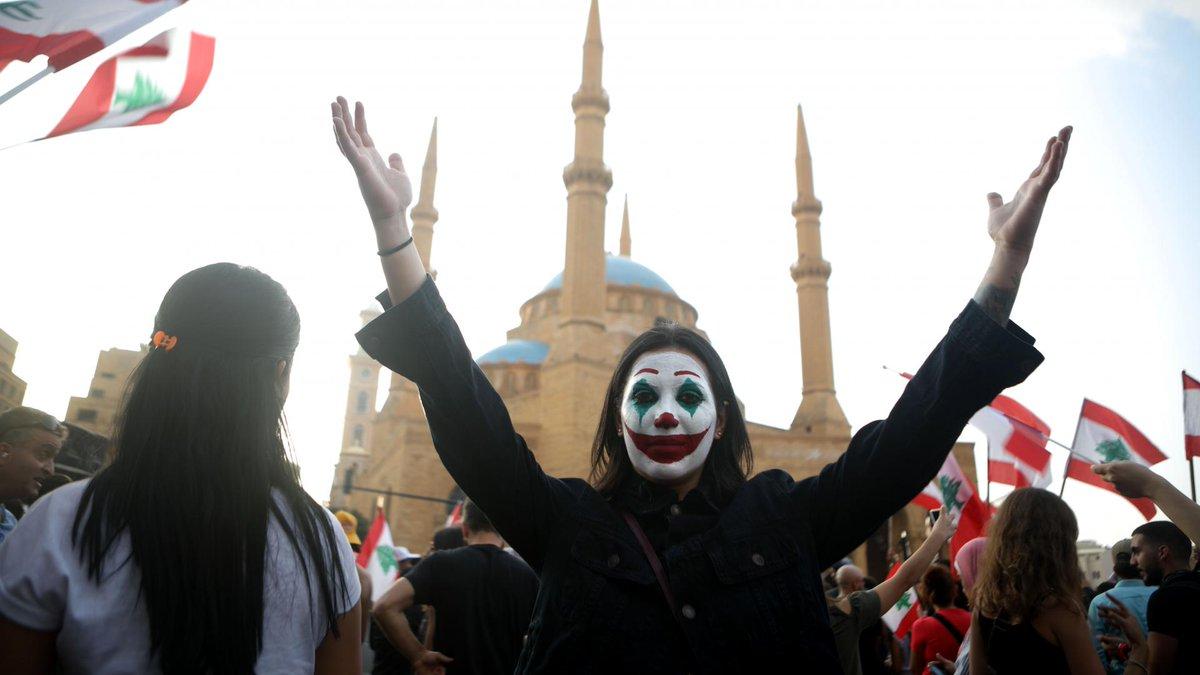"""قناة المنار التابعة لحزب الله تربط بين مظاهرات لبنان وفيلم ؟الجوكر"""""""