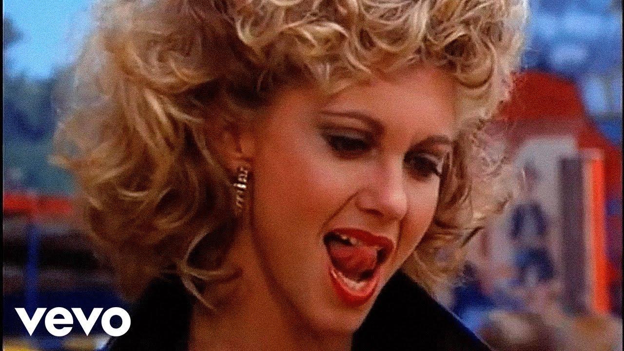 """أوليفيا نيوتن-جون تبيع سترة جلدية ظهرت بها في فيلم """"جريز"""""""