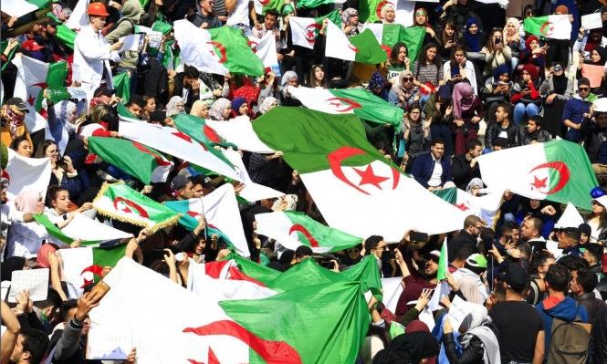 آلاف الجزائريين يتظاهرون مجددا رفضا للانتخابات الرئاسية