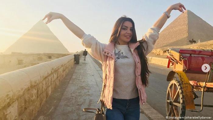 """"""" """"..بدأت من فيديو .... أزمة تثيرها راقصة روسية في مصر"""