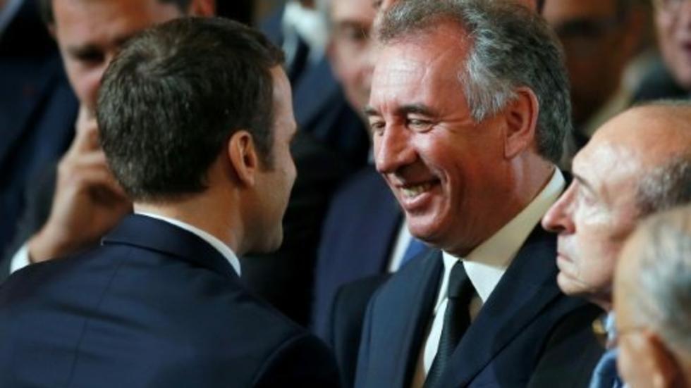 هيئة قضائية فرنسية تحقق مع حليف ماكرون في قضية اختلاس