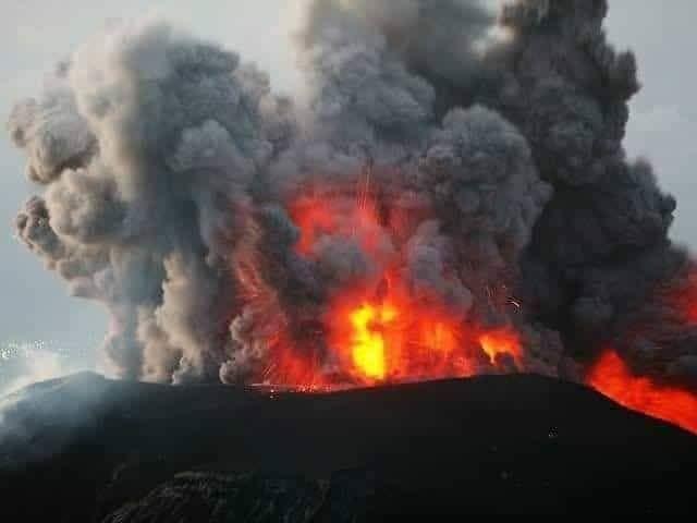 بركان تال بالفلبين ينفث حممه، وإجلاء عشرات الآلاف من السكان