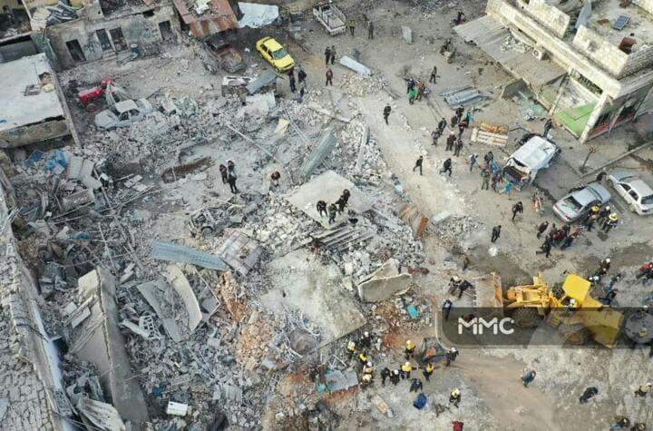 بعض الدمار الذي خلفه القصف في منطقة الصناعة بادلب