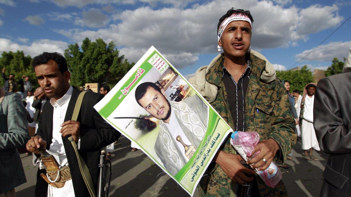 الرئيس اليمني يتهم الحوثيين باستهداف معسكر شرقي البلاد