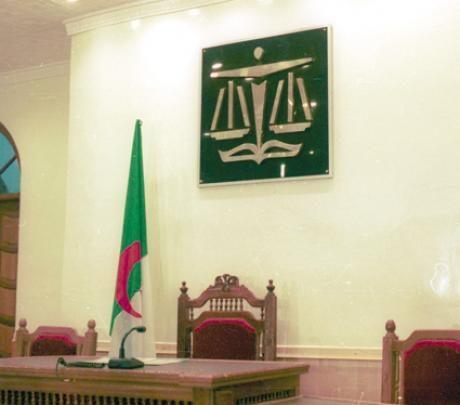 محكمة جزائرية تصدر حكما بالسجن 6 أشهر على رئيس نادي شبيبة القبائل