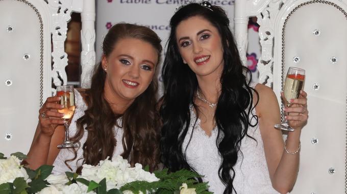 إيرلندا الشمالية تحتفل بأول زواج للمثليين في تاريخها