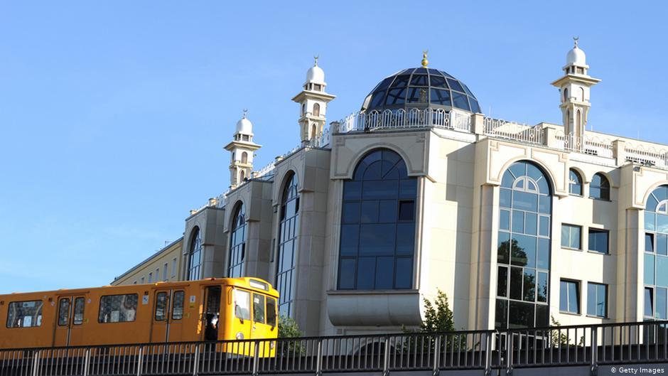 أربعة مساجد غربي ألمانيا تتلقى تهديدا بوجود قنبلة في يوم واحد
