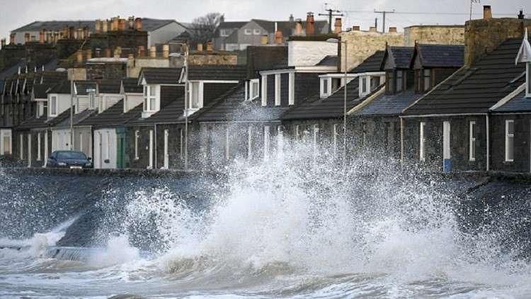 مقتل شخصين في ثاني عاصفة  ضربت بريطانيا خلال اسبوع
