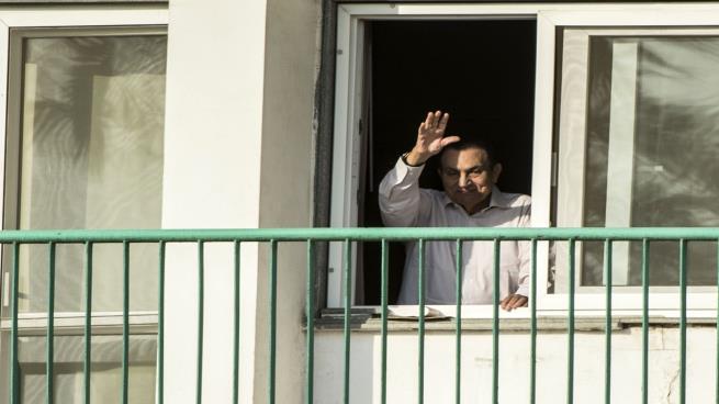 بعد عقد من تنحيه ... هل أعاد المصريون تقييم عهد مبارك؟