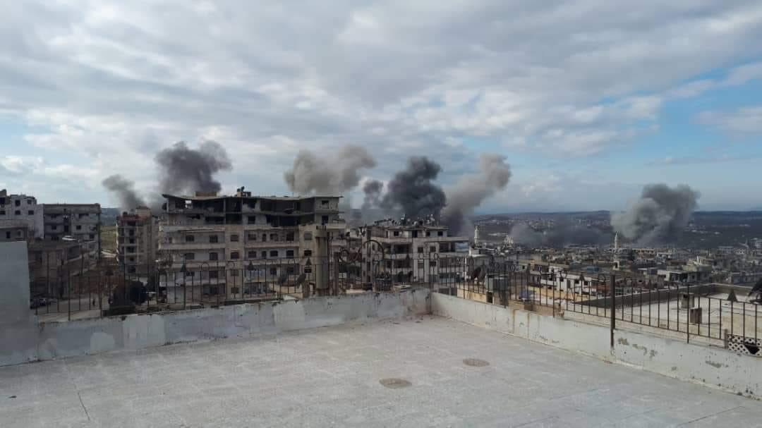 اربعة قتلى و22 جريحا في قصف جوي بريف ادلب الشمالي