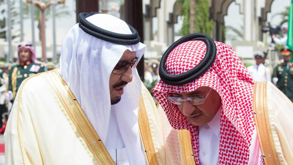 الملك سلمان مع محمد بن نايف