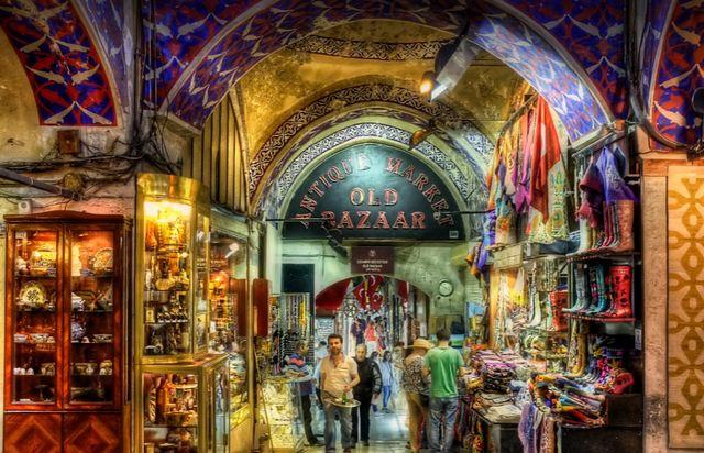 """""""البازار الكبير"""" التاريخي بإسطنبول... قلب الاقتصاد في المدينة"""