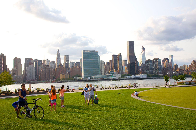 حي كوينز في نيويورك شبه مجهول لكنه متعدد الثقافات