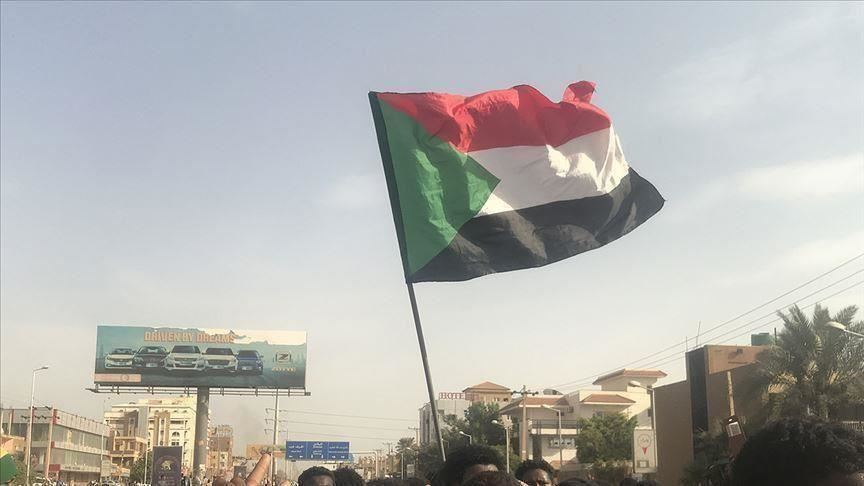 وقفة احتجاجية بالخرطوم للمطالبة بإجلاء مواطنين من مصر