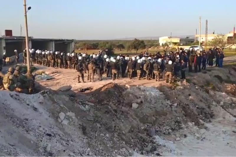 """الشرطة التركية تفض اعتصام""""النيرب""""وتعيد المعتصمين للنقطة الاولى"""