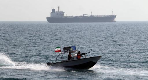 """زوارق ايرانية اقتربت """"بصورة خطيرة"""" من قطع أمريكية"""