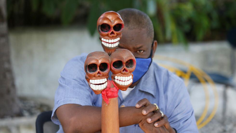 سحرة الفودو في هايتي يحضرون معابدهم لاستقبال مصابي كورونا