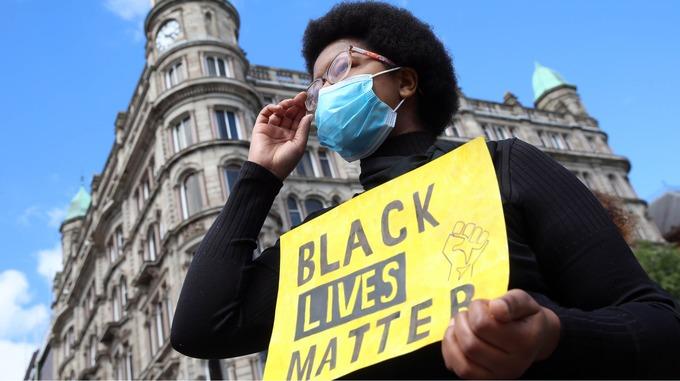 """اعادة تسمية منطقة خارج البيت الأبيض بـ """"ساحة حياة السود مهمة"""""""