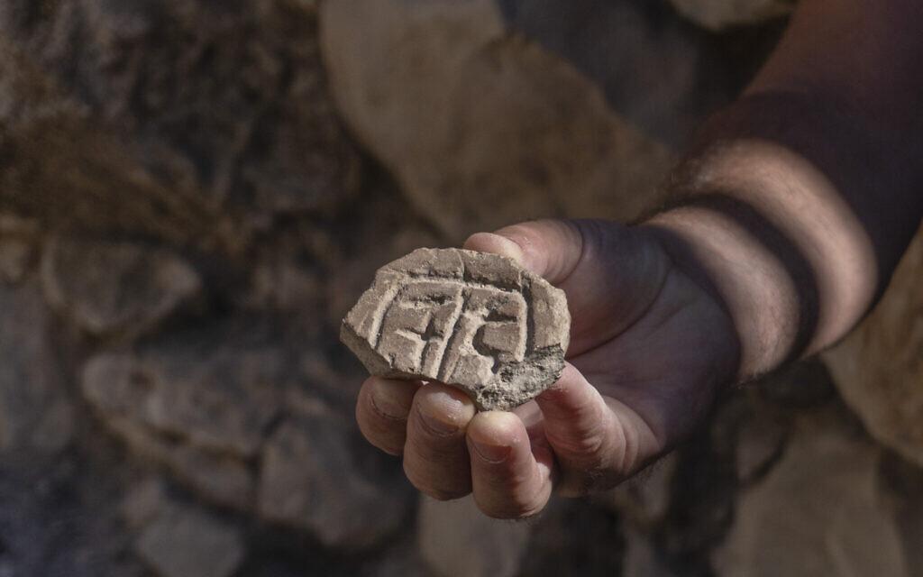 علماء أثار يكتشفون أختاما في القدس من العهد الفارسي