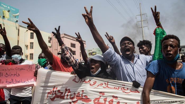 """السودان- عشرات الآلاف يتظاهرون من أجل """"الحرية والسلام والعدالة"""""""