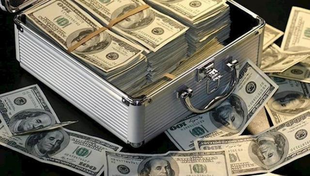 دبي تسلم مكتب التحقيقات الفيدرالي الأمريكي متهمين بغسيل الأموال