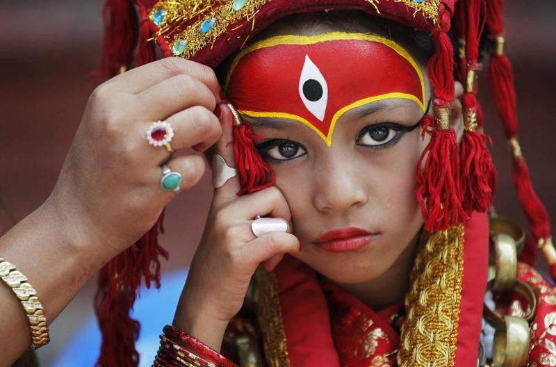 حياة بنات المعبد الهندوسي في نيبال من وضع الآلهة إلى الإبعاد