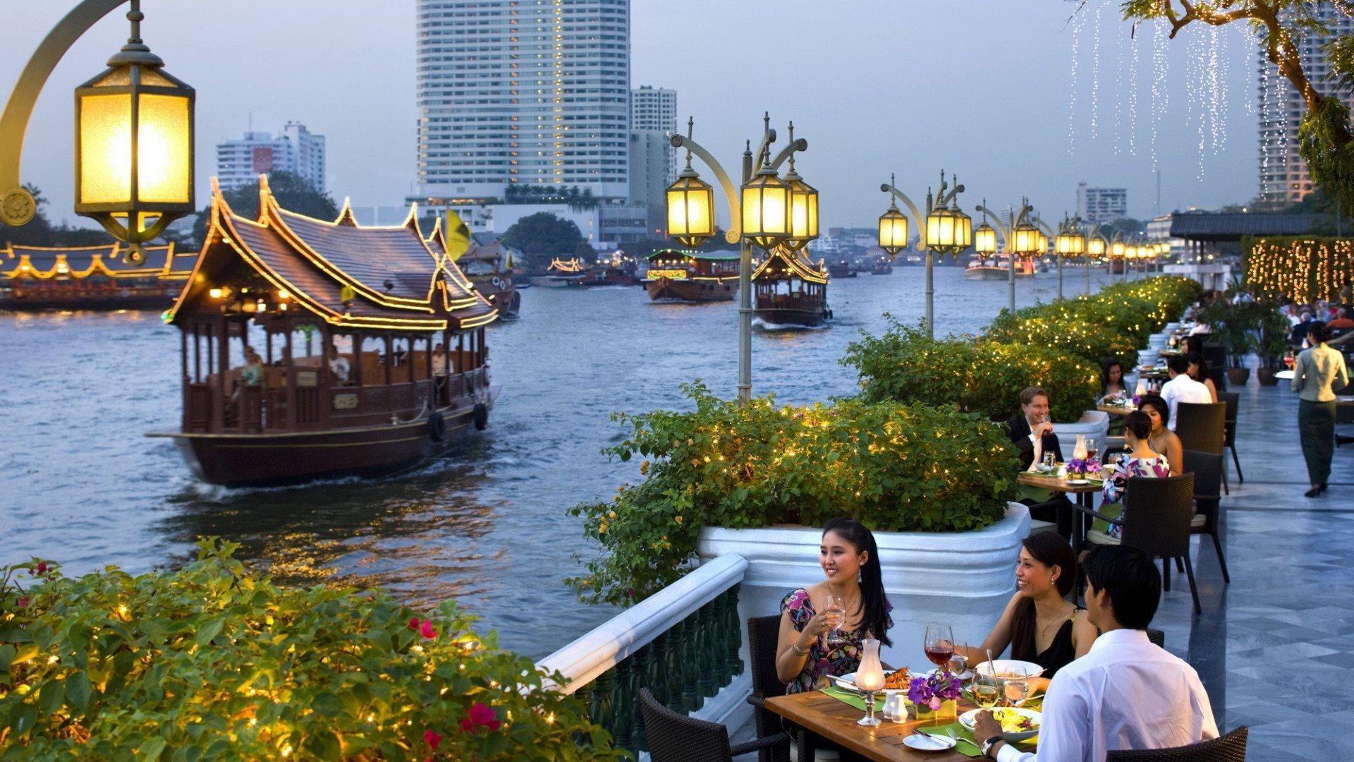 التايلانديون يحيون المواقع السياحية المتضررة من كورونا خلال العطلة