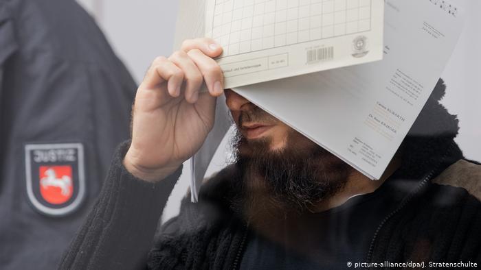 """منع عميل سري من الشهادة في قضية زعيم """"داعش"""" المفترض بألمانيا"""