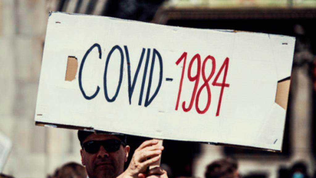 البريطانيون يستعيدون روايةلاورويل في مظاهرات كوفيد 1984