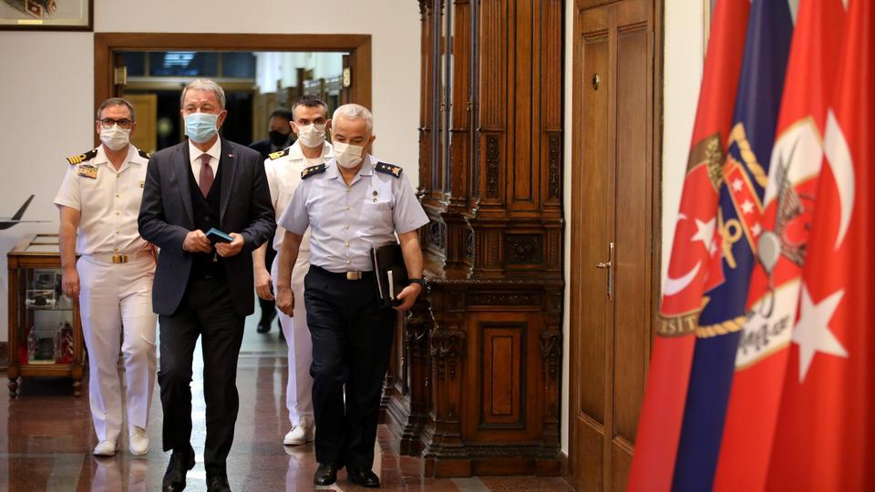 وزير الدفاع التركي:نقف بجانب أذربيجان وعلى أرمينيا وقف هجماتها