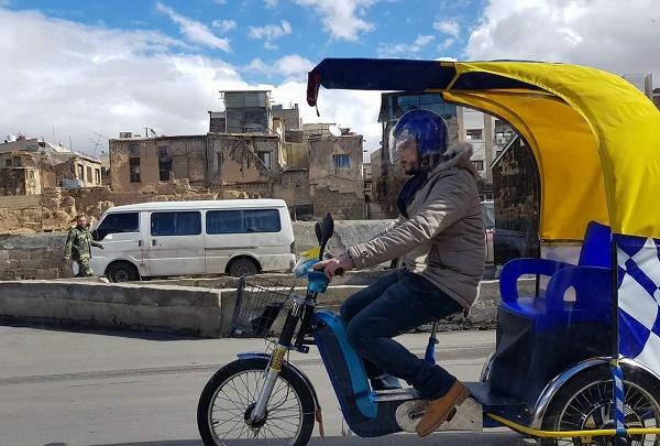 """أزمة البنزين تشل شوارع دمشق والحلول """"تكتوك"""" ورسالة"""