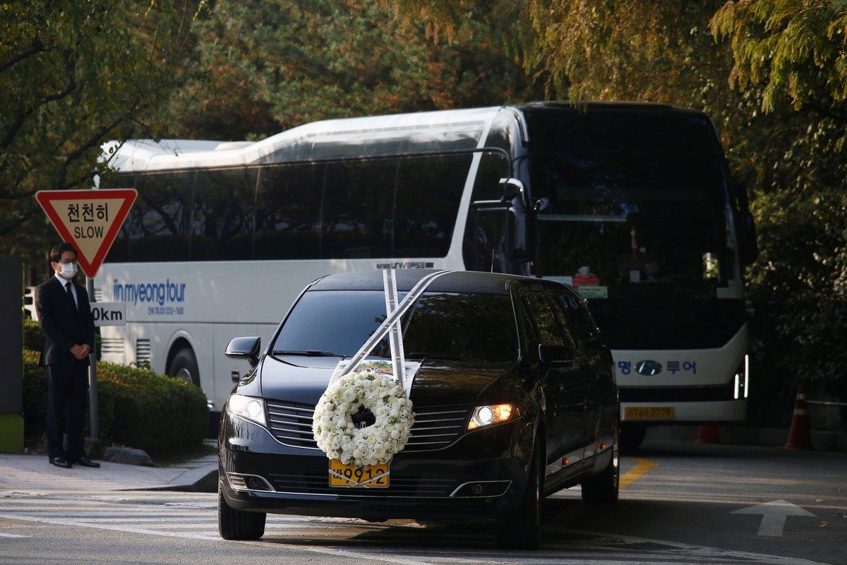 جنازة امبراطور سامسونغ الراحل مرت بجثمانه على اماكنه المحبوبة