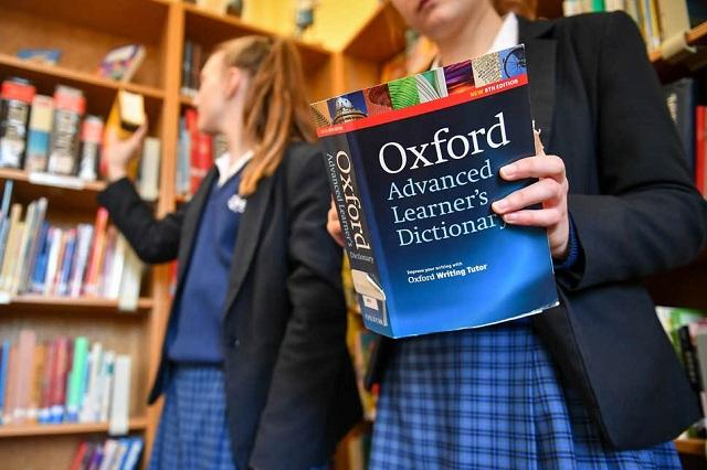 """قاموس """"أوكسفورد"""" الشهير يغير مفردات تخص المرأة"""