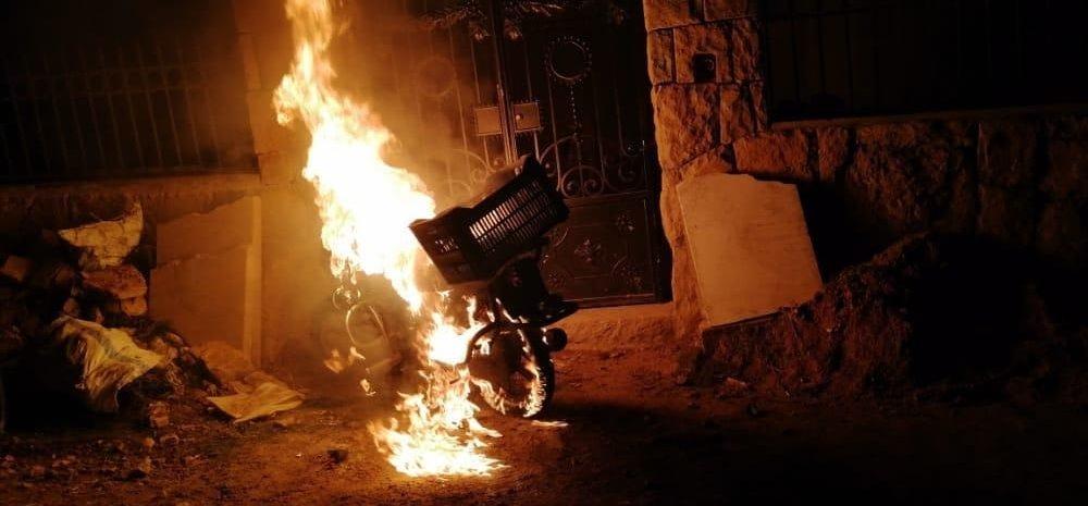 اعتداءات وحرق منازل سوريين في  بلدة بشرّي  اللبنانية